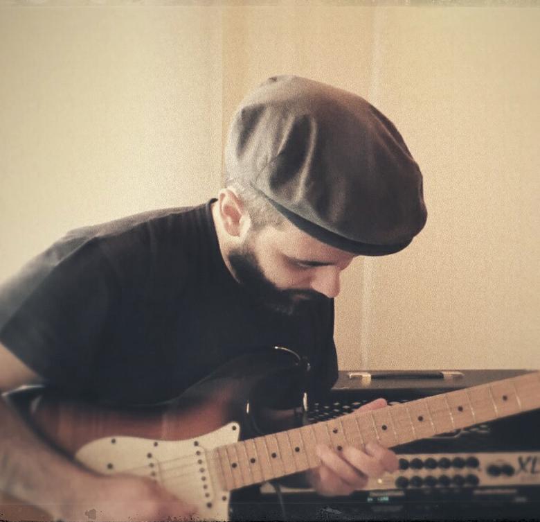 alessandro-cossu-chitarra